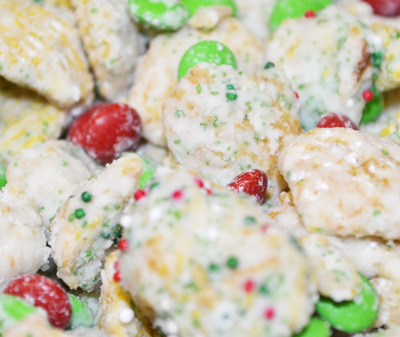 Christmas Muddy Buddies by 3GLOL.net