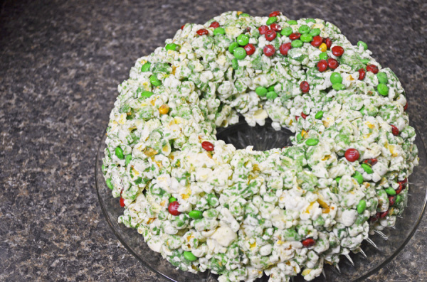 Christmas Popcorn Cake by 3GLOL.net