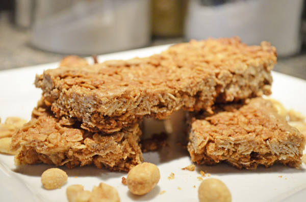Crunchy Peanut Butter Granola Bars by 3GLOL.net