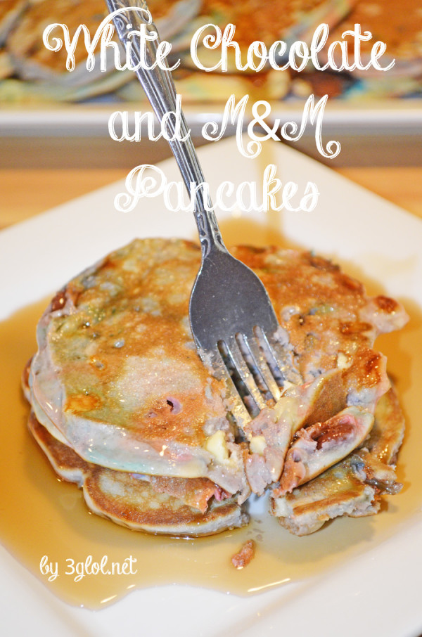 White Chocolate and M&M Pancakes by 3glol.net